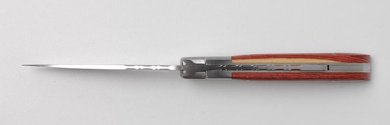 Commandez votre couteau traditionnel français Le Camarguais trident soudé n°12 - Bois de Rose sur notre boutique en ligne !