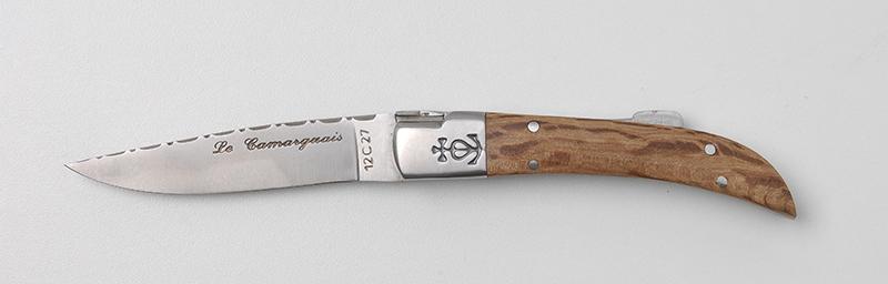Commandez votre couteau traditionnel 100% français Le Camarguais trident forgé Ciselé n°10 - Bois de chêne sur notre boutique en ligne !