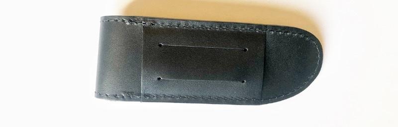 Étui en fleur de cuir noir pour couteau Camarguais Coutellerie à Nîmes