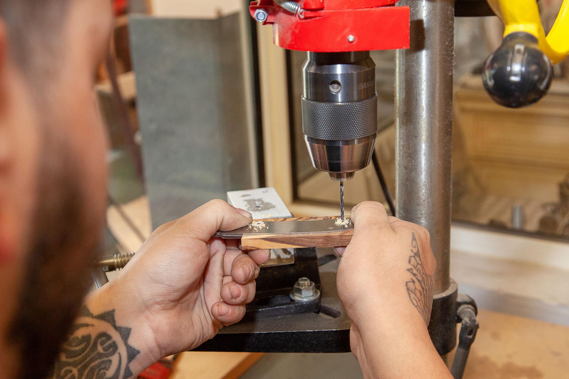 Visites et stages de fabrication de couteaux traditionnels à la Coutellerie Le Camarguais à Nîmes